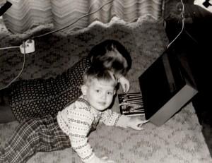 ca. 1977, beim Hören unserer Lieblings-Märchenplatte